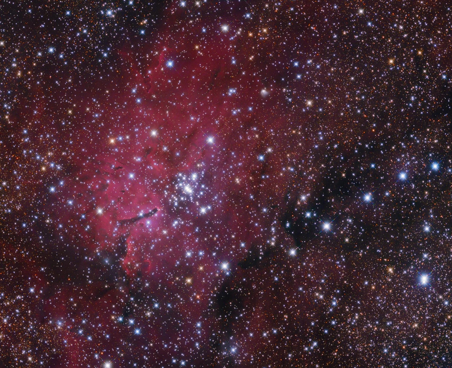 Az NGC6820 izzó gáz felhő és a NGC6823 nyílthalmaz